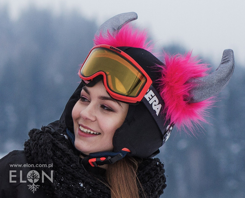 Czapka-pokrowiec na kask narciarski - Rogi